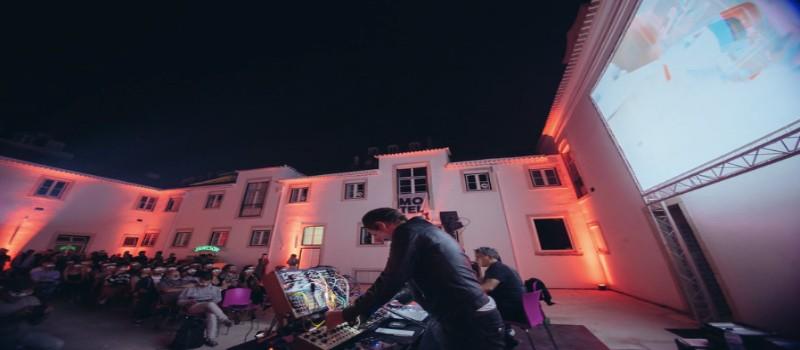 Sessão de cinema ao ar livre MotelX